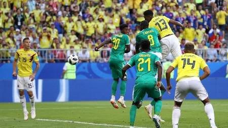 mina-cabeceia-e-marca-o-gol-da-colombia-contra-senegal-1530201025789_v2_450x253