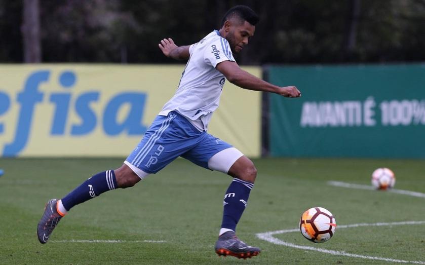 O jogador Borja, da SE Palmeiras, durante treinamento, na Academia de Futebol.
